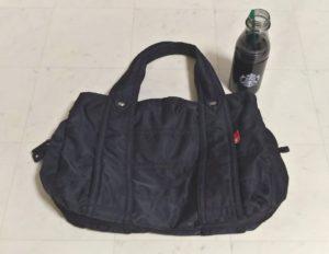 普段使いの黒ナイロントートバッグ
