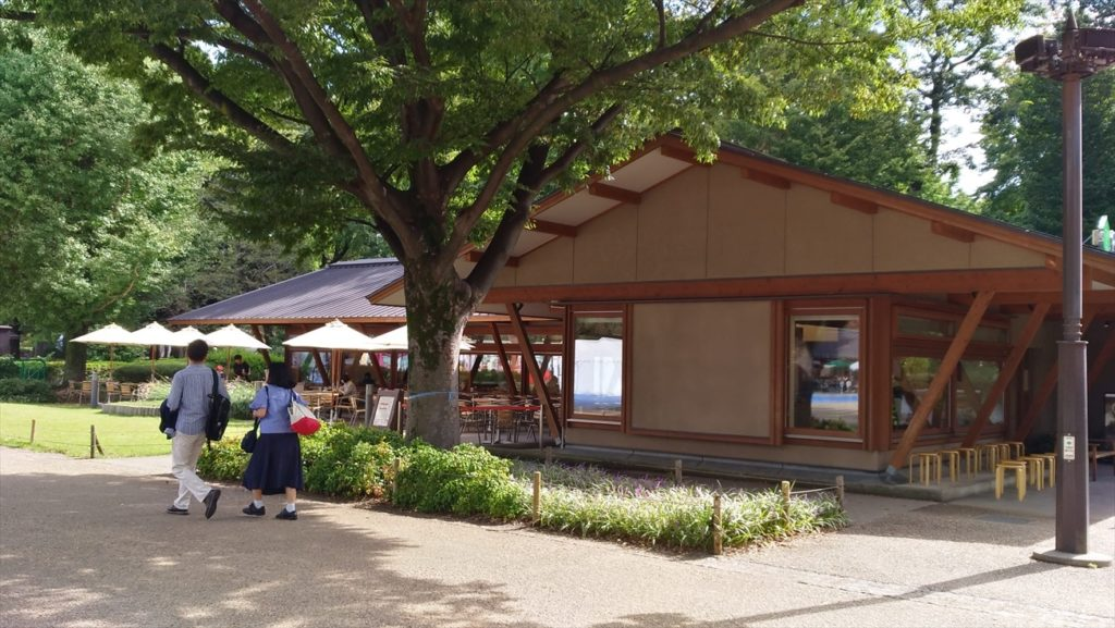 スタバ上野恩賜公園店、晴れの日