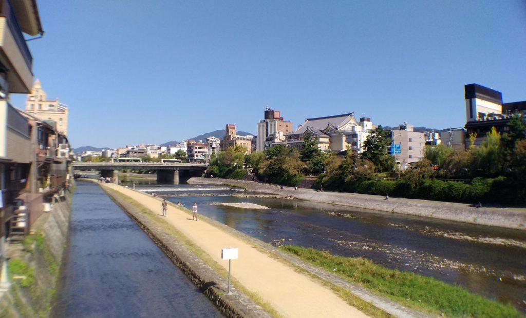 京都鴨川のほとり