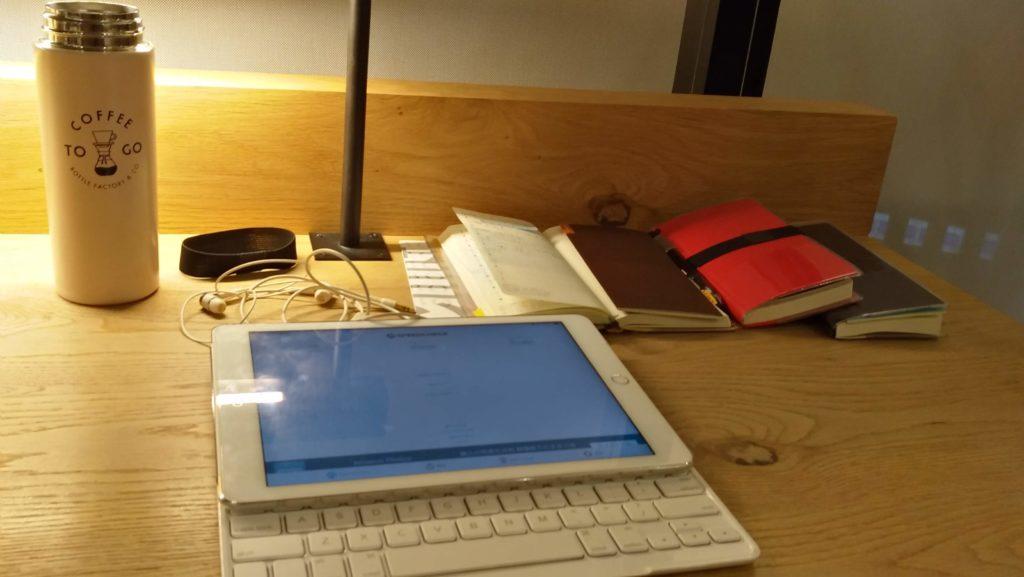 図書館で作業