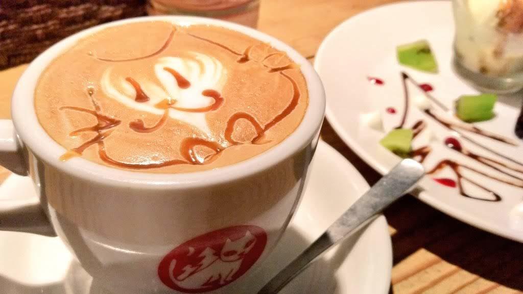 やまねこカフェの一番人気「やまねこラテ」