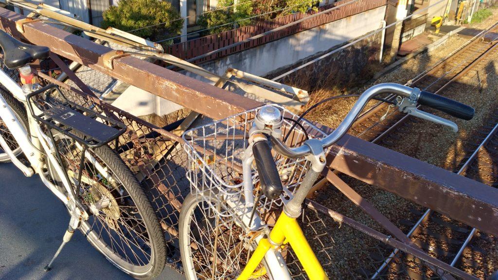尾道・線路の上の通路に自転車が