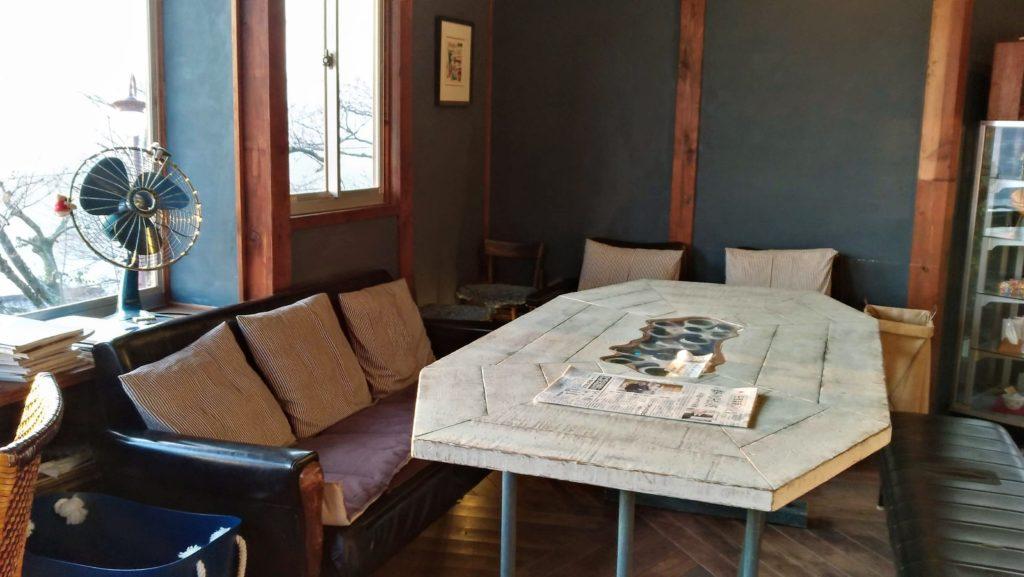 みはらし亭カフェのソファ席
