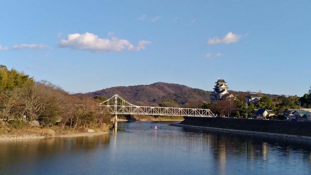 旭川から岡山城を望む