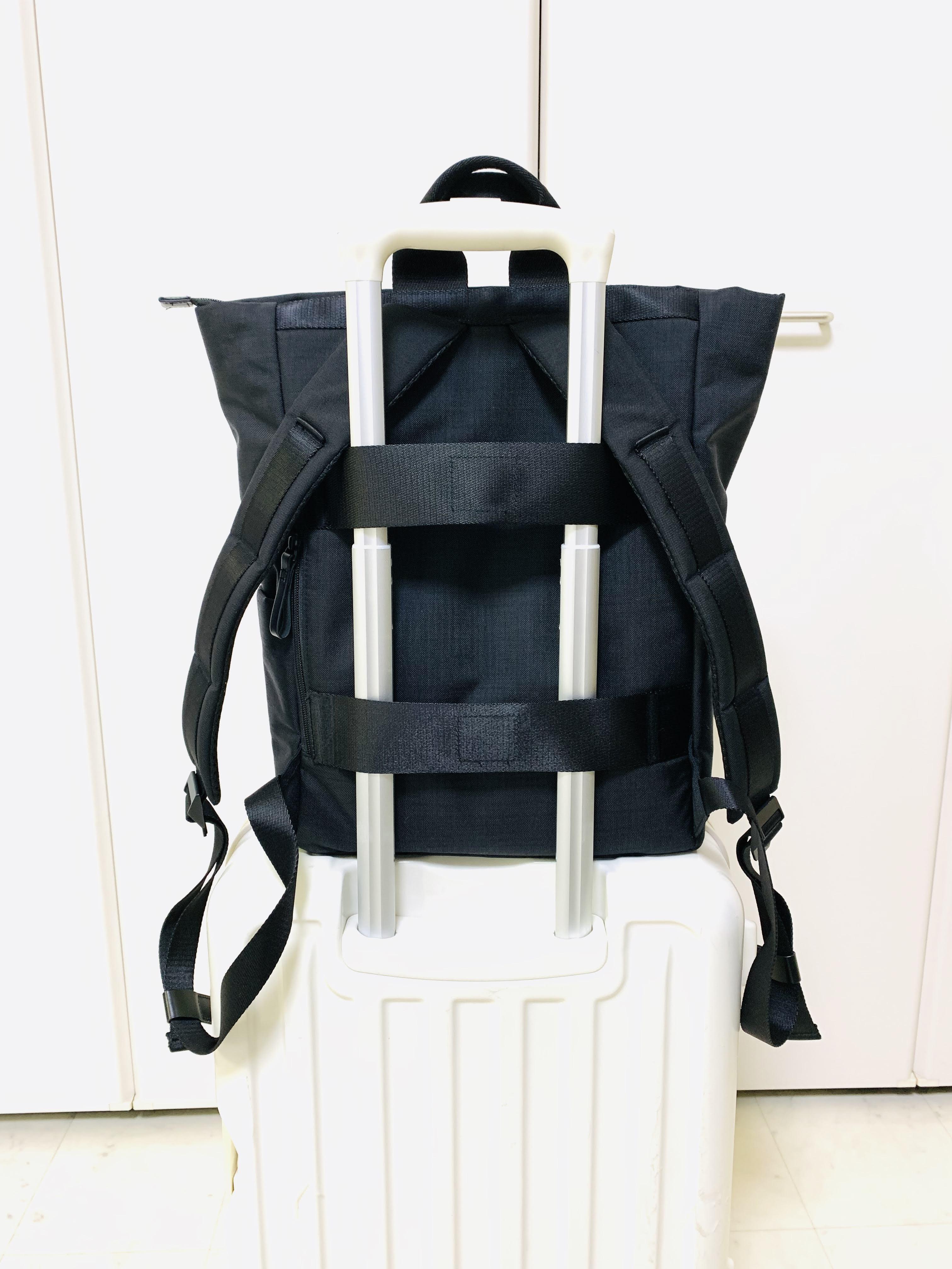 ミレストのバックパックMはスーツケースに取り付けできる