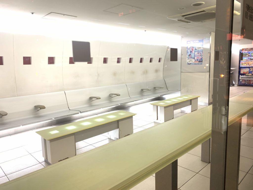 空港リムジンバス乗り場の待合所