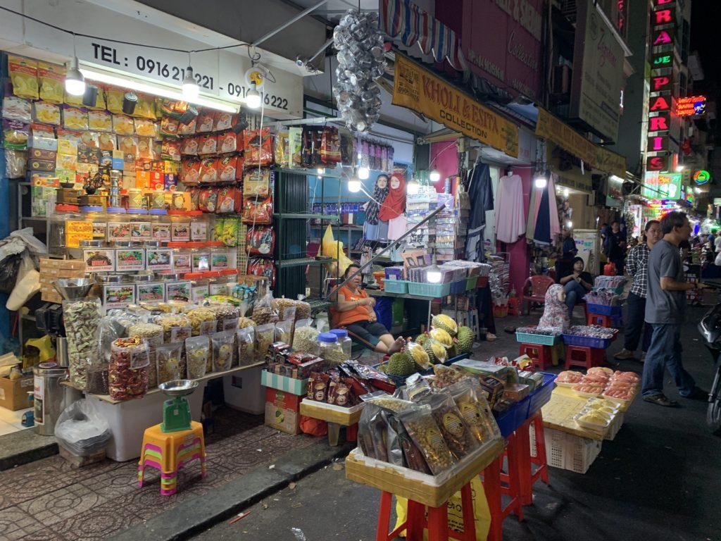 ホーチミン・ベンタイン市場の夜