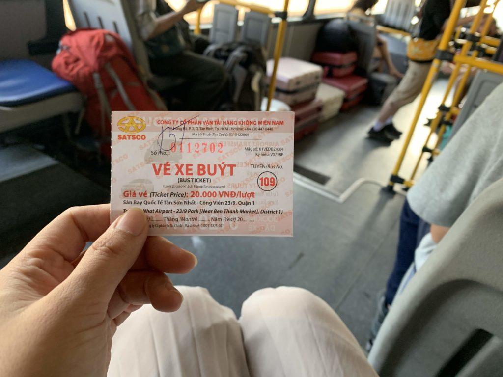 タンソンニャット空港からバスに乗る