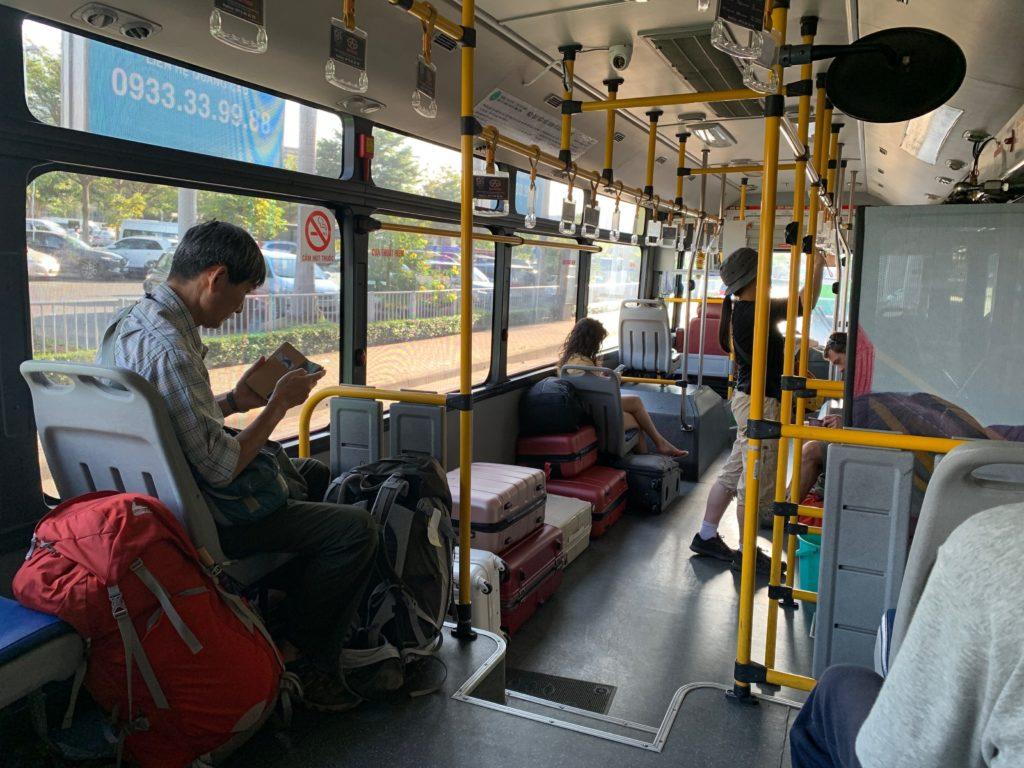 ホーチミン・タンソンニャット空港からのバス